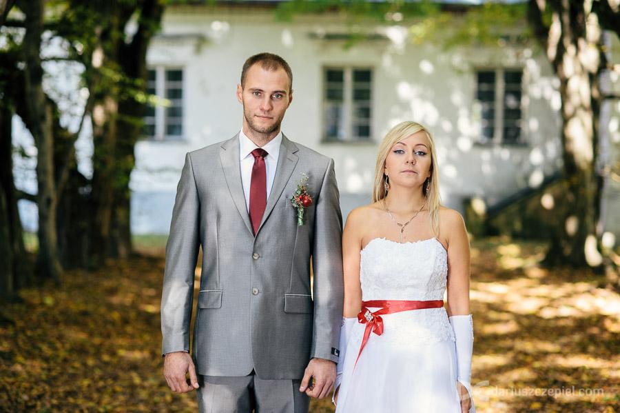 Iwona i Marcin pozują na plenerze
