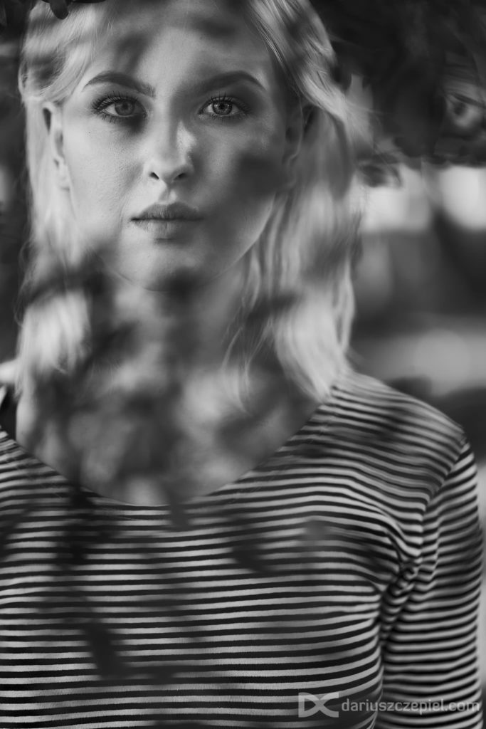 Czarno-biały portret wykonany przez Dariusz Czepiel fotografia portretowa