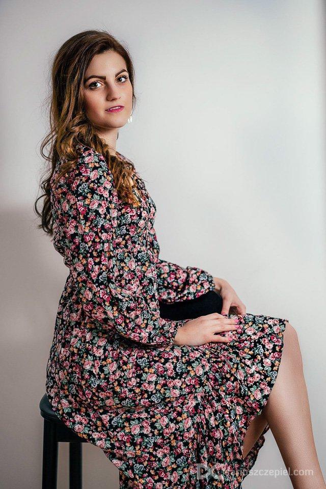 nierozbierana sesja kobieca to znak rozpoznawczy fotografa Dariusza Czepiela. Nie trzeba pozowac nago czy w bieliznie by zdjecia wyszly kobieco, zmyslowo i kuszaco.