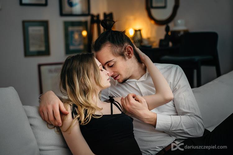 sesja intymna dla dwojga w bieliźnie i nagości